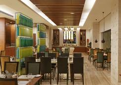 Lemon Tree Premier, Ulsoor Lake, Bangalore - Bangalore - Restaurant