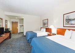 Baymont Inn & Suites Des Moines Airport - Des Moines - Bedroom