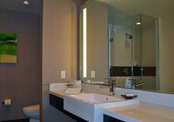 Jet Luxury at the Vdara Condo Hotel - Las Vegas - Bathroom