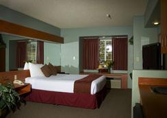 Monument Inn & Suites - Gering - Bedroom