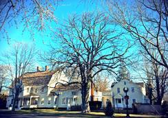 1708 House - Southampton - Outdoor view