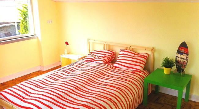 Carcavelos Surf Hostel - Carcavelos - Bedroom