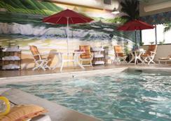 Ramada Virginia Beach Oceanfront - Virginia Beach - Pool