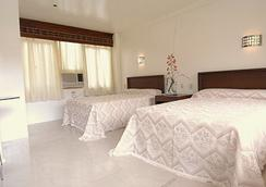 Splash Oasis Resort Hotel - Los Baños - Bedroom