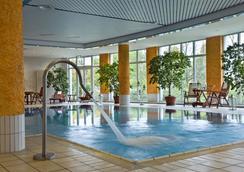 Park Inn Weimar - Weimar - Pool
