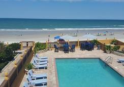 La Bella Oceanfront Inn - Daytona Beach - Pool
