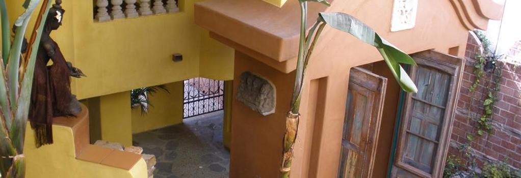 Secret Garden Inn - Del Mar - Building