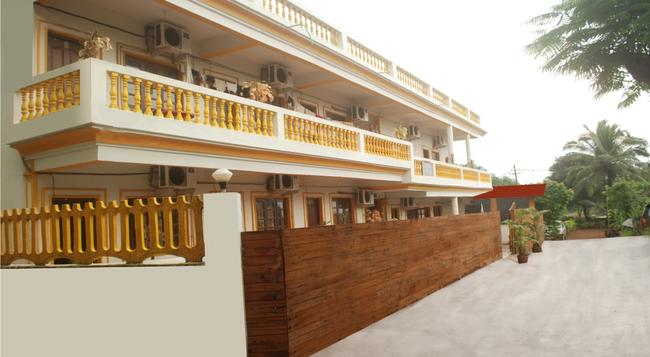 Sea Shore Beach Resort - Calangute - Building