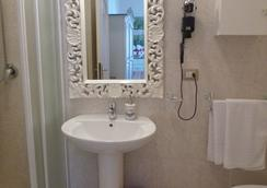 Le Tre Stelle - Cagliari - Bathroom