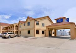 Americas Best Value Inn & Suites-Houston/NW Brookhollow - Houston - Building