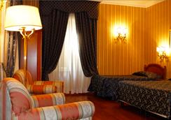 Hotel Sistina - Rome - Bedroom