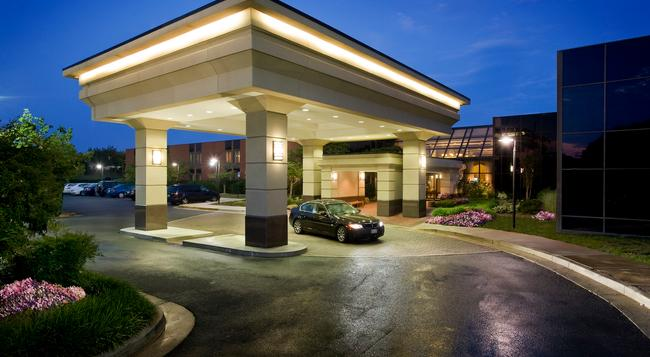 Holiday Inn Washington-Dulles Intl Airport - Sterling - Building