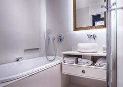 Hôtel Tuileries Paris - Paris - Bathroom