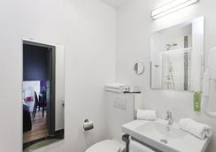 Hotel Ambre - Paris - Bathroom