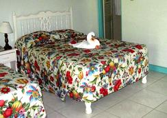Coral Seas Garden Resort - Negril - Bedroom