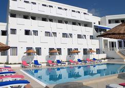 Dolce Bodrum Hotel and Beach Club - Adults Only - Bodrum - Building
