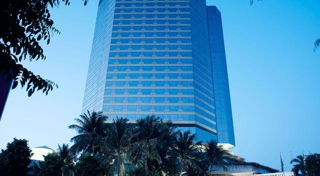 JW Marriott Hotel Surabaya - Surabaya - Building