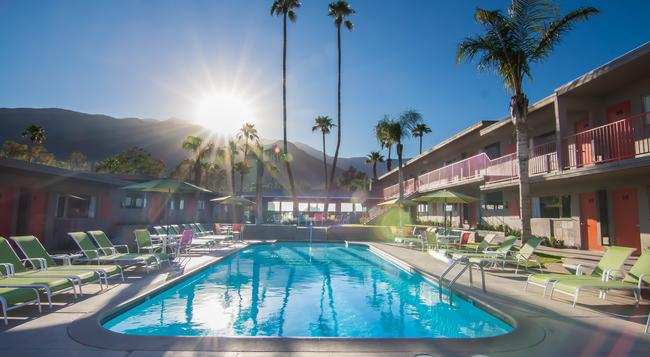 Skylark Hotel - Palm Springs - Building