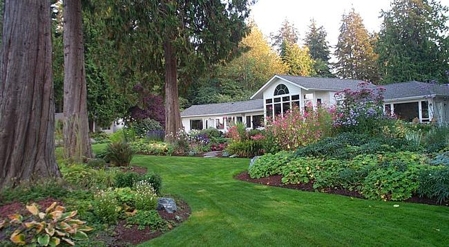 Colette's Bed & Breakfast - Port Angeles - Outdoor view