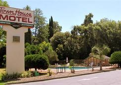Town House Motel Chico - Chico - Outdoor view