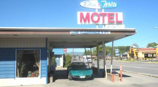 Blue And White Motel - Kalispell - Building
