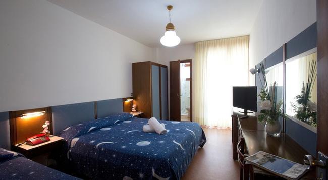 Hotel Plaza - Grado - Bedroom