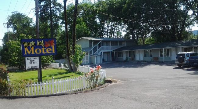 Maple Leaf Motel - Shady Cove - Building