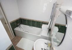 Melrose House - London - Bathroom