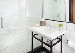 The Hideaway - Carmel-by-the-Sea - Bathroom