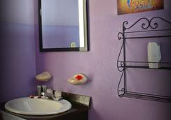 Hotel Perico Azul - Jaco - Bathroom