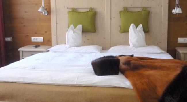 Charme Hotel Uridl - Santa Cristina Val Gardena - Bedroom