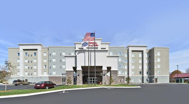Hampton Inn & Suites Greensboro/Coliseum Area, NC - Greensboro - Building