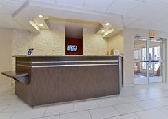 Microtel Inn & Suites by Wyndham Ft. Worth North/A - Fort Worth - Lobby