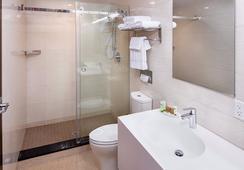 Jaslin Hotel - Chicago - Bathroom