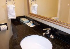 The Oceanfront Inn - Virginia Beach - Virginia Beach - Bathroom
