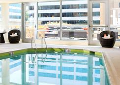 Renaissance Arlington Capital View Hotel - Arlington - Pool