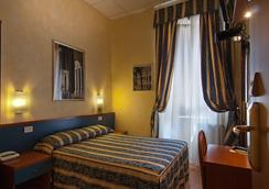 Hotel Julia - Rome - Bedroom