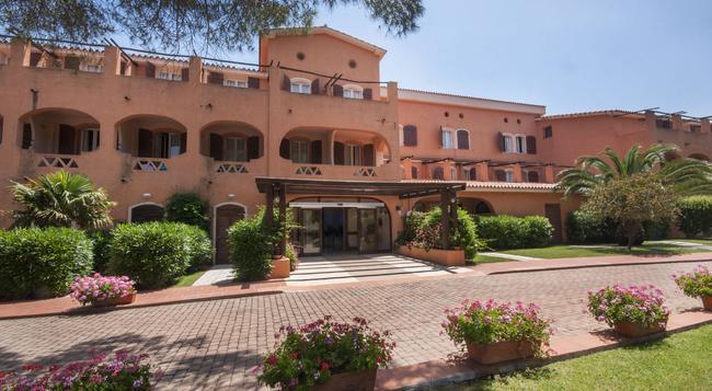 Blu Hotel Laconia Village - Arzachena - Building