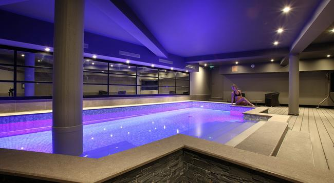 Hotel Le Cinq Chambéry Hyper Centre - Chambery - Pool
