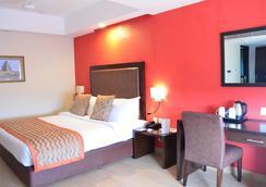 The Cloud Hotel - Ahmedabad - Bedroom