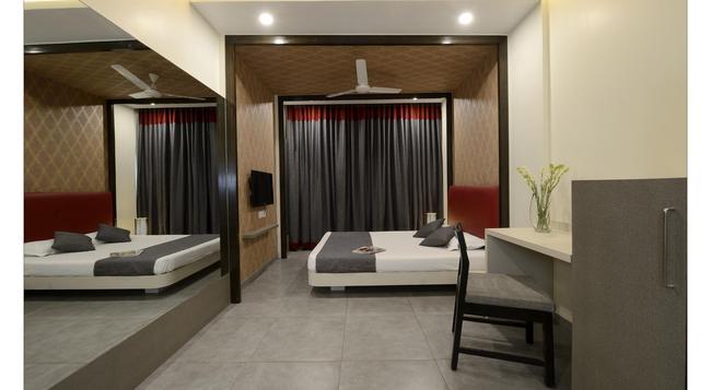 Hotel Rajmahal - Pune - Bedroom