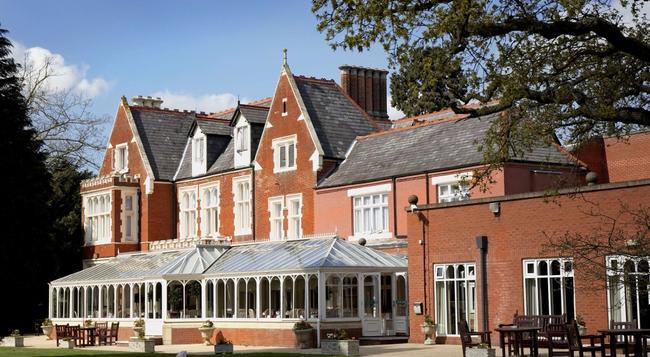 Hilton St Anne's Manor, Bracknell - Wokingham - Building