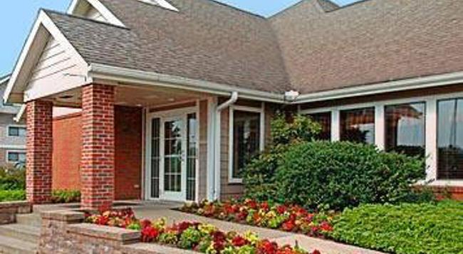 Hawthorn Suites by Wyndham Akron/ Fairlawn - Akron - Building