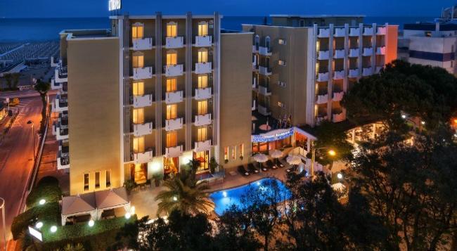 Hotel Litoraneo - Rimini - Building