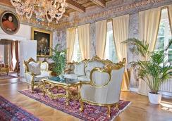 Alchymist Prague Castle Suites - Prague - Lobby