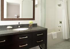 Victorian Hotel - Vancouver - Bathroom