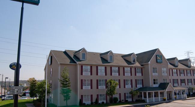 Quality Inn & Suites Cincinnati Sharonville - Cincinnati - Building