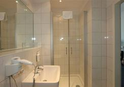 Hotel Metropolitan - Berlin - Bathroom