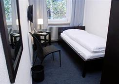 Hotel Metropolitan - Berlin - Bedroom