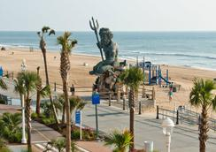 Four Points by Sheraton Virginia Beach Oceanfront - Virginia Beach - Beach